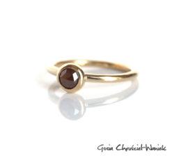 Złoty pierścionek z brązowym diamentem