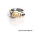 Srebrny pierścionek z opalem i złotymi kuleczkami