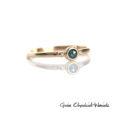 Złoty pierścionek z niebieskim diamentem