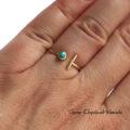 Złoty pierścionek z turkusem i kreseczką
