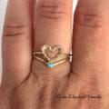 Złoty pierścionek z sercem i turkusem