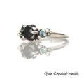 Srebrny pierścionek z kuleczkami, szafirami, diamentem i topazem