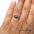 Wyjątkowy srebrny pierścionek z czarnym szafirem