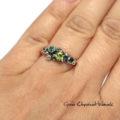 Piękny pierścionek z naturalnymi kamieniami w srebrze