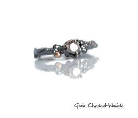 Organiczny pierścionek z meteorytem i złotem