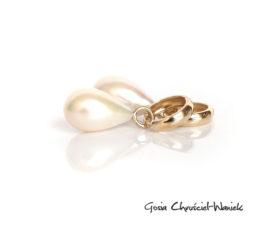 Złote kolczyki z perłami w kształcie kropli