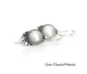 Białe perły z koronkami i cyrkoniami