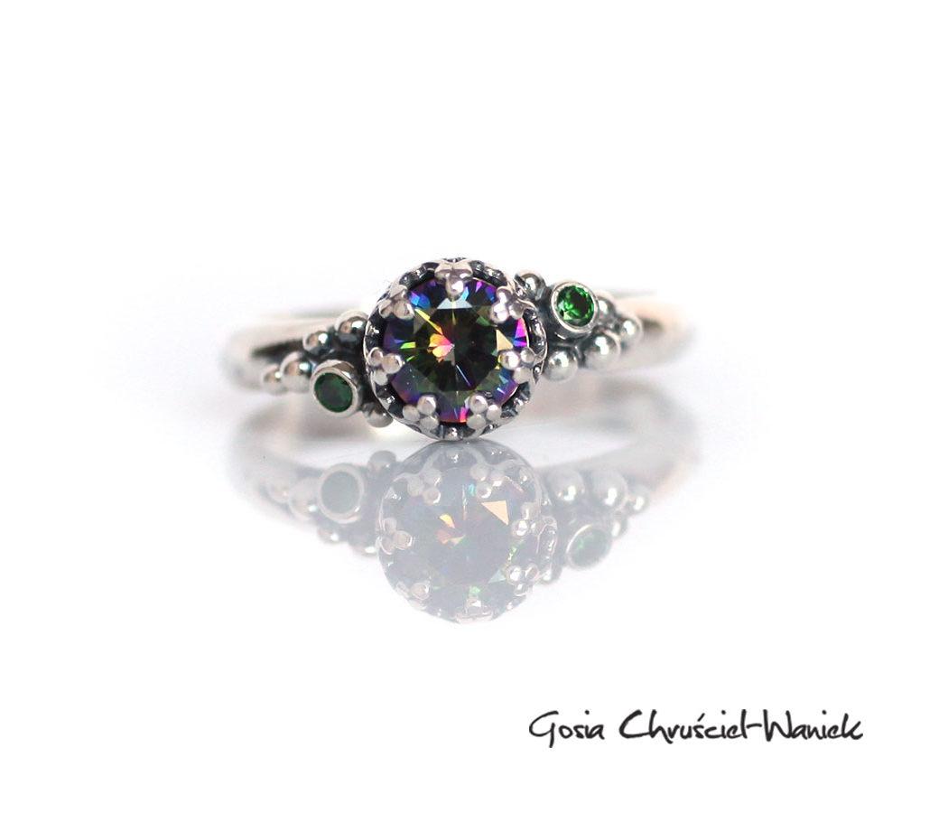 Srebrny pierścionek z topazem mistycznym