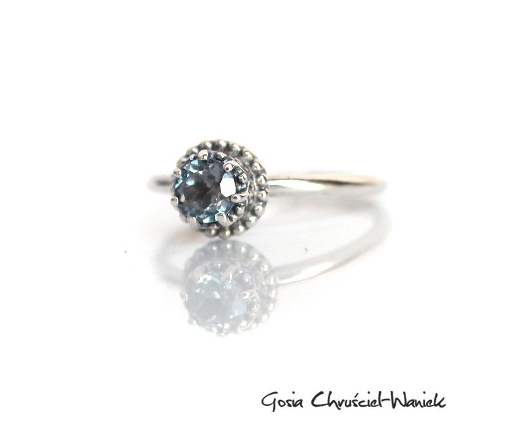Srebrny pierścionek z aleksandrytem