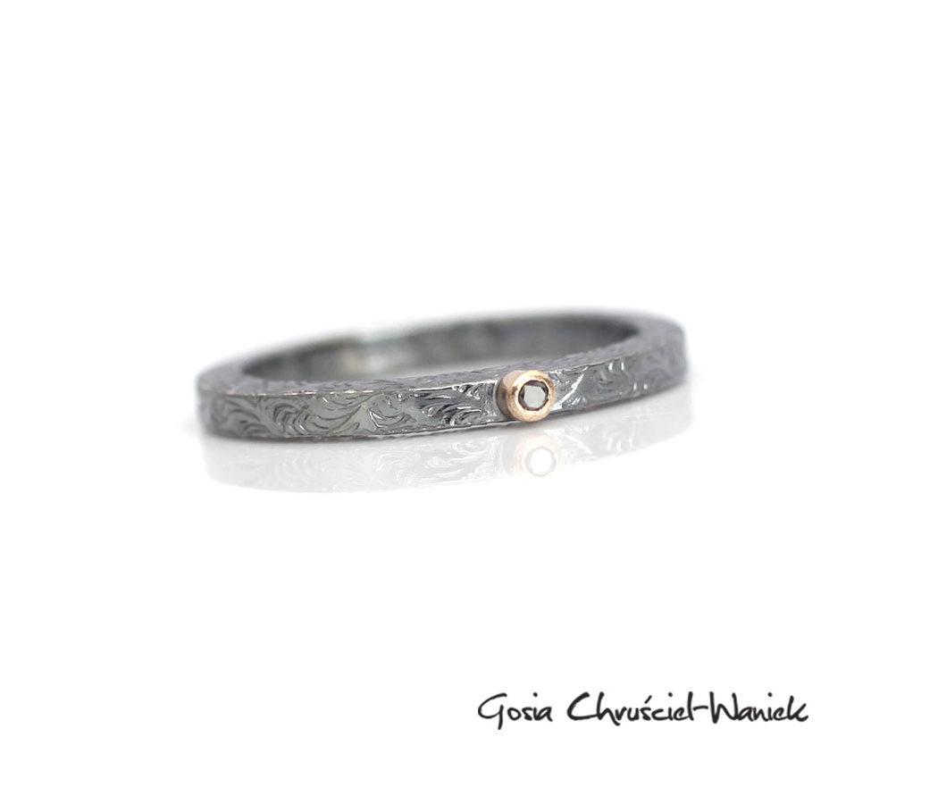Srebrno-złoty pierścionek z brylantem