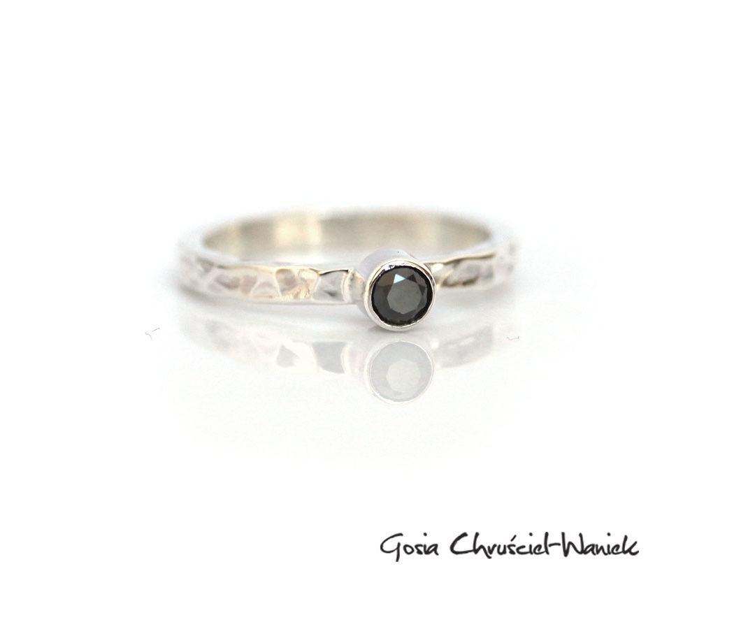 Czarny diament i młotkowane srebro