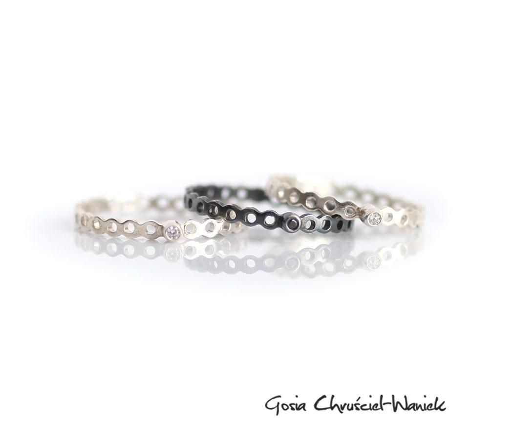 Minimalistyczne, ażurowe pierścionki