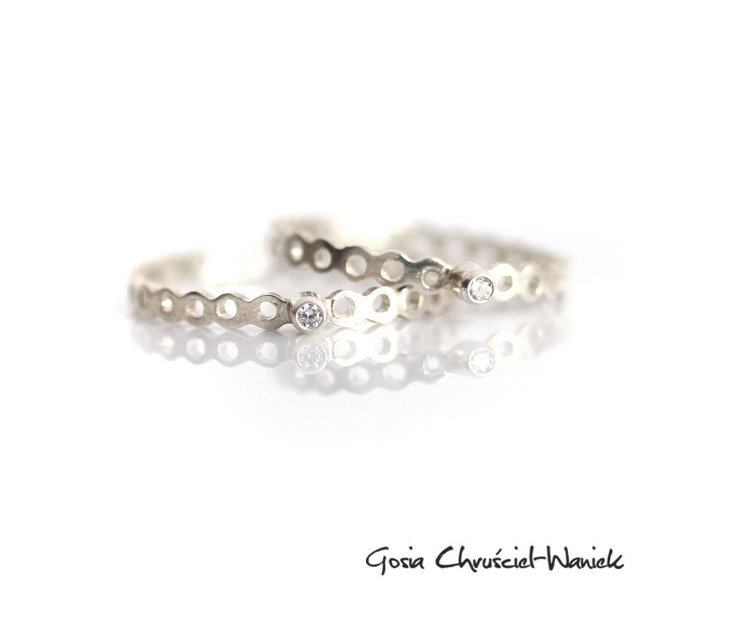 Srebrne, minimalistyczne pierścionki z cyrkoniami