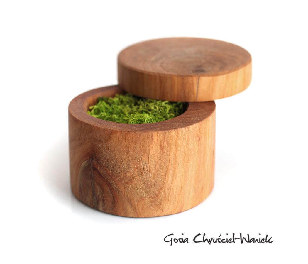 Drewniana szkatułka na obrączki