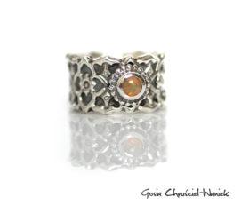 Opal – szeroka obrączka z ażurem