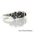 Srebrno złoty pierścionek z niebieskimi kamieniami szlachetnymi
