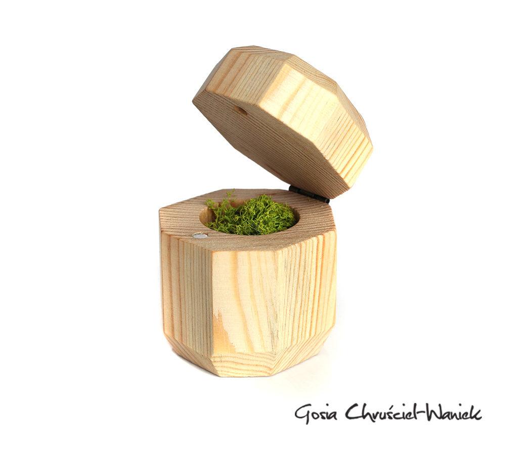 Drewniane, ręcznie robione pudełko