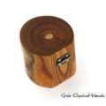 Drewniane pudełko na magnes