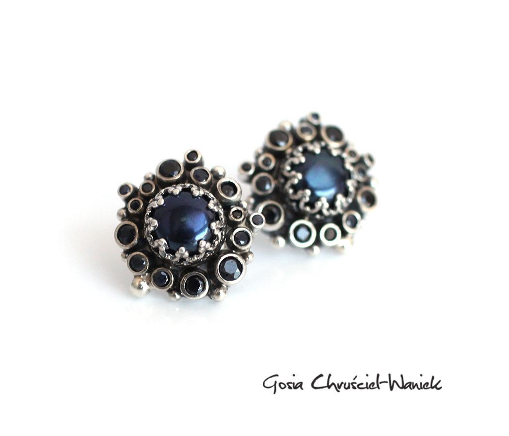Kolczyki z czarnymi perłami i szafirami