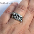 Efektowny pierścionek z cyrkoniami i kuleczkami