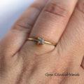 Pierścionek z surowym diamentem w złocie