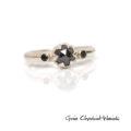 BIałe złoto i czarne diamenty - pierścionek zaręczynowy