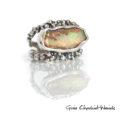 Opal w srebrze ze złotą kulką