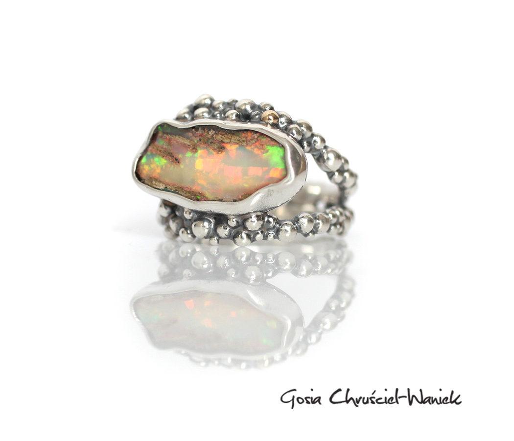 Srebrny organiczny pierścieńz opalem