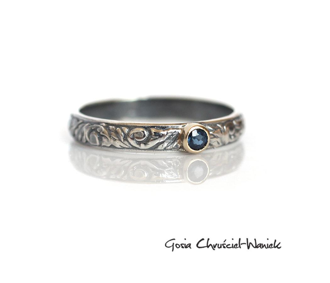 Srebrny pierścionek, złoto i naturalny szafir