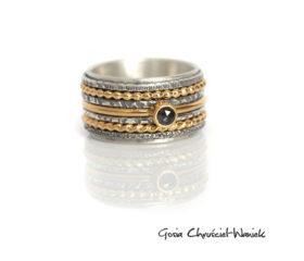 Szeroka srebrno-złota obrączka z diamentem
