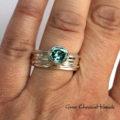 Srebrno-złoty pierścionek z moissanitem