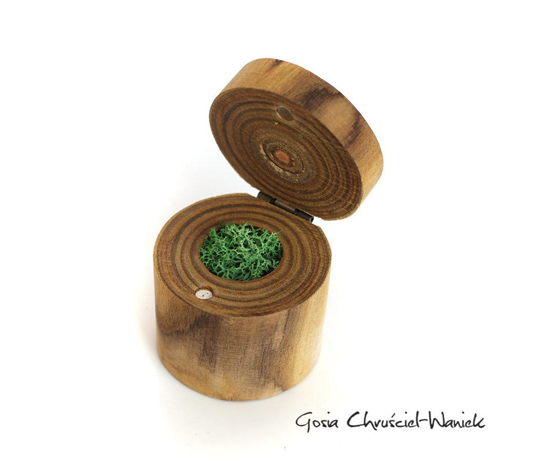 Ręcznie robione drewniane pudełko