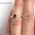 Klasyczny pierścionek z czarnym spinelem