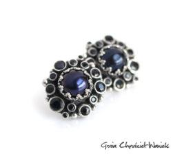 Granatowe perły i szafiry