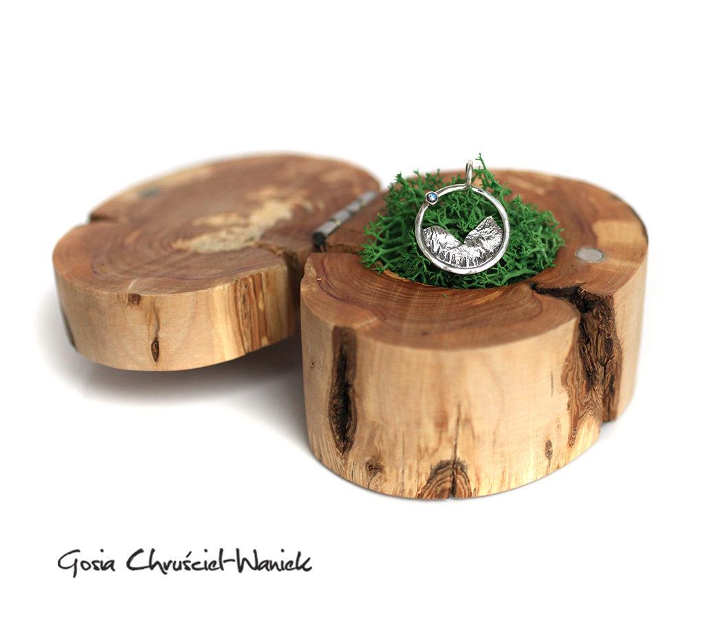 Drewniane pudełko na biżuterię