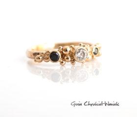 Brylant i czarne diamenty w złocie