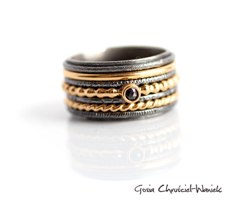 Szeroka obrąxczka ze złoceniem i diamentem