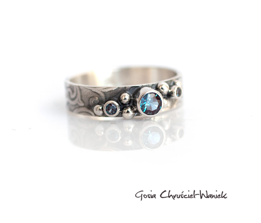 Srebrny pierścionek z aleksandrytami
