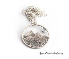 Duży naszyjnik z górami i z kamieniem księżycowym