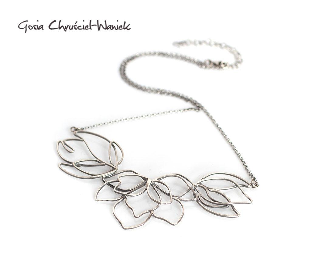 Srebrny naszyjnik z magnoliami