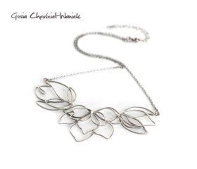 Magnolie – ażurowa kolia ze srebra