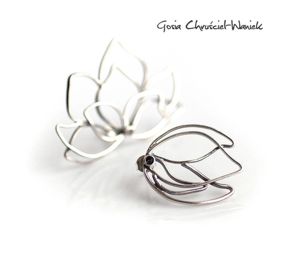 Srebrne, asymetryczne kolczyki z magnoliami