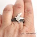 Wyjątkowy pierścionek na zamówienie gniazdo z jaskółką