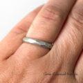 Minimalistyczna, efektowna obrączka ze srebra