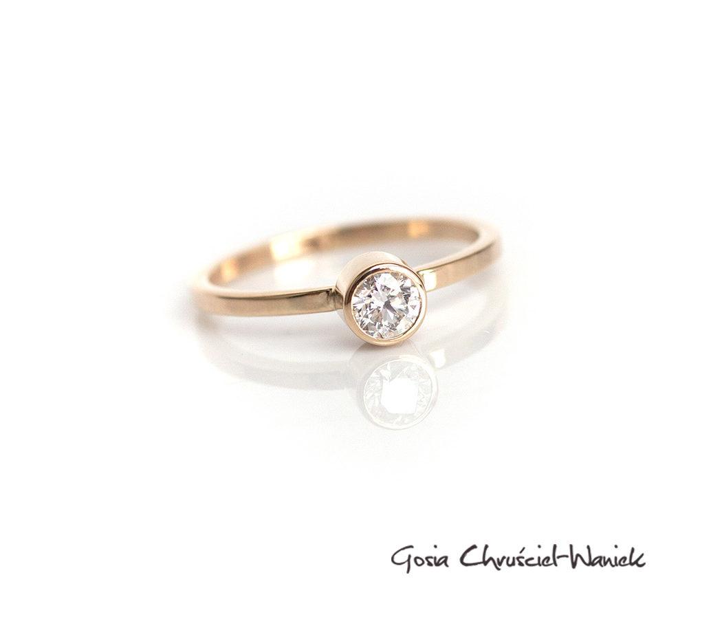 Ręcznie robiony pierścionek z brylantem