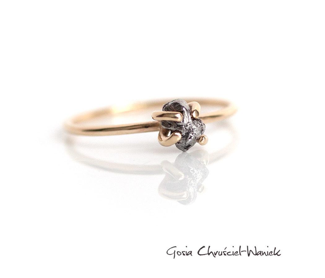 Złóty pierścionek z meteorytem