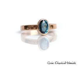 Złoty pierścionek z turmalinem
