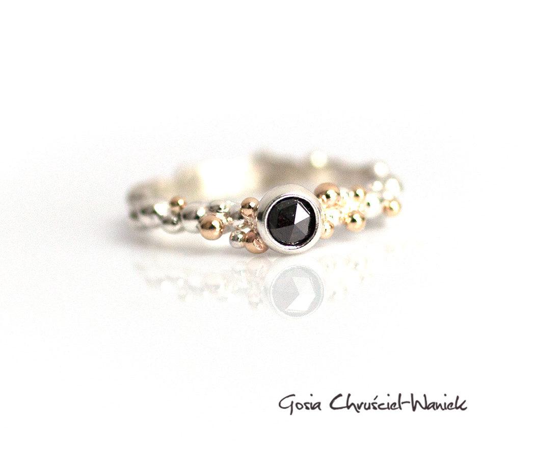 Pierścionek z czarnym diamentem, złotem i srebrem