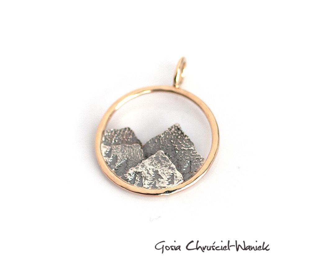 Wisior z górami ze złota i srebra