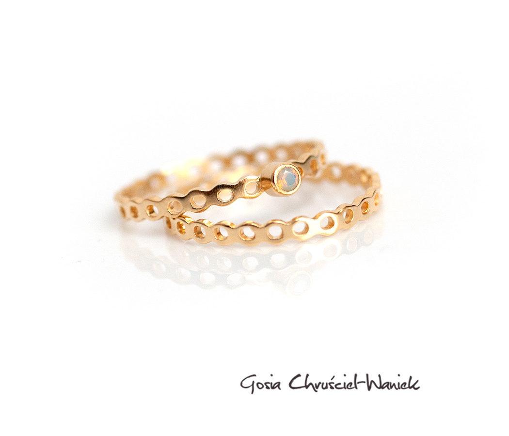 Delikatne srebrne, złocone obrączki